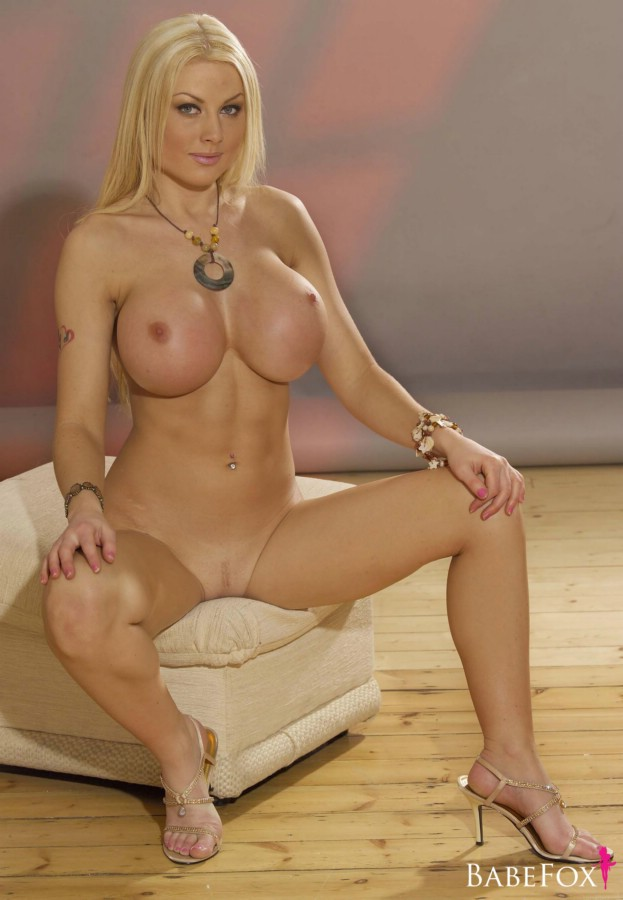 kelly bell xl breasts