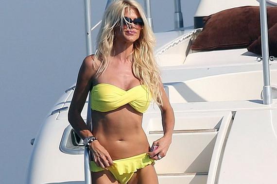 Victoria Silvstedt - bikini candids in Saint-Tropez