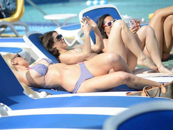 Anais Zanotti - bikini candids in Miami