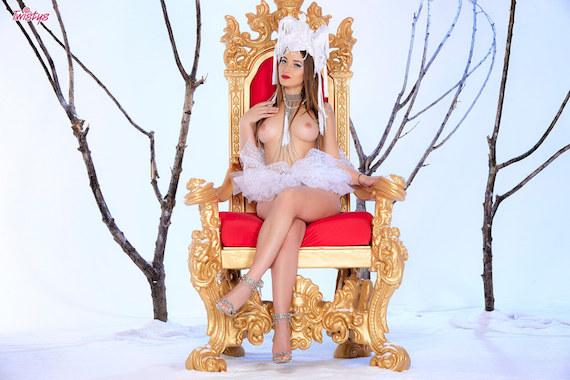 Dani Daniels - Naked Queen