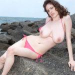 Lillian Faye - On the Rocks
